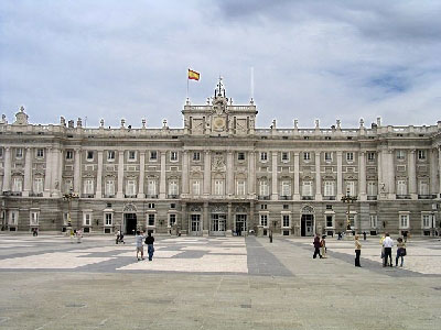 http://www.gostudyspain.es/photos/madrid-photos/Madrid_Palacio_Real.jpg