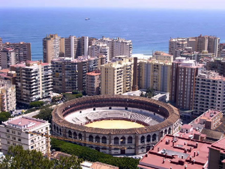 It is situated east of the harbour and south of Plaza de Toros,